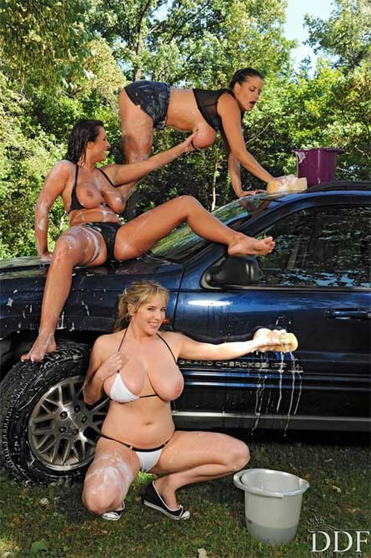 Maggie Green, LaTaya Roxx y Rebecca Jessop